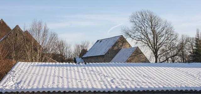 La neige tient bon malgré le soleil !